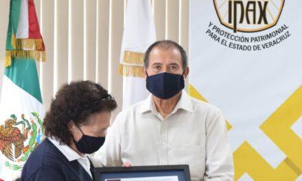 Reconoce IPAX la perseverancia de Eva María Luna Hernández