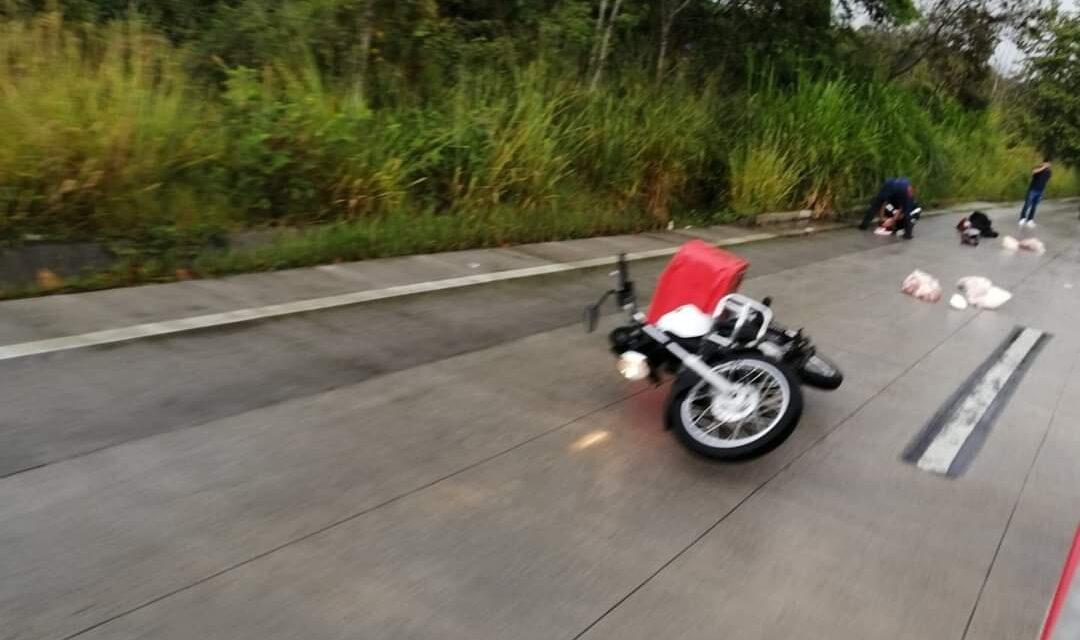 Derrapa motociclista en la carretera Xalapa Coatepec