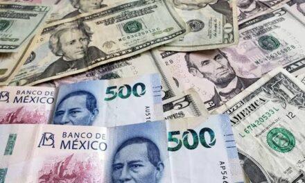 Peso gana 0.42%; dólar cotiza en $23.12 por unidad en bancos