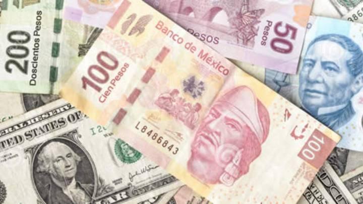 Peso cierra con ligera pérdida; dólar sube a 22.38 unidades