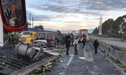 Aparatoso accidente en la autopista Puebla-Orizaba, varias horas permaneció bloqueada la carretera