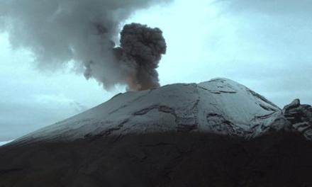 Video: El volcán registró emisión constante de vapor de agua, gas y ceniza con dirección noroeste, por lo que se mantiene en Amarillo Fase 2.