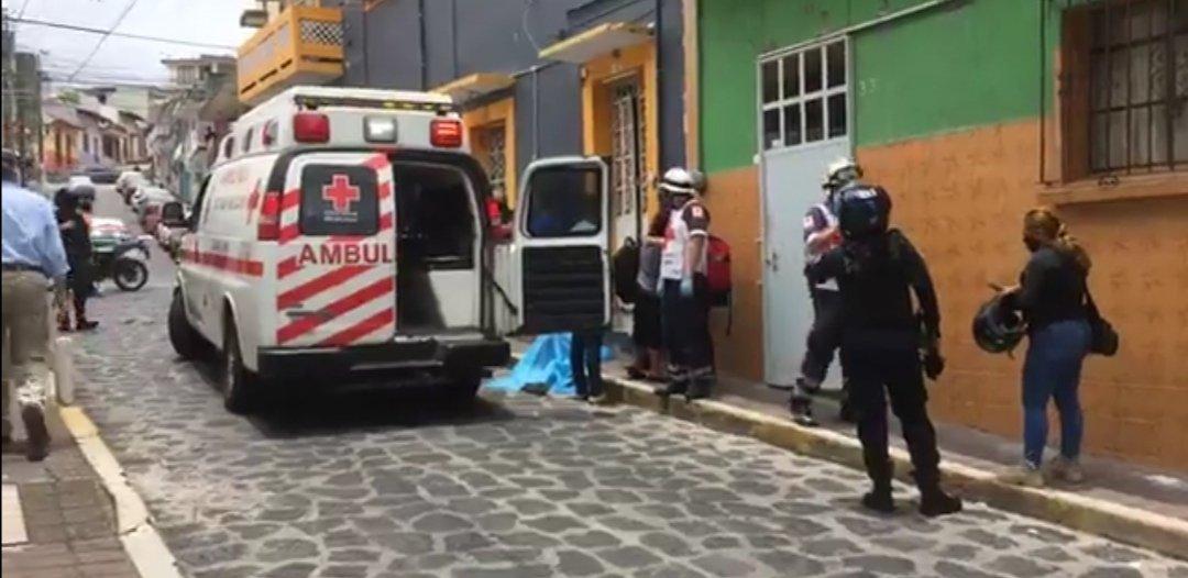 Reportan persona fallecida, presuntamente por infarto, en la calle Miguel Palacios en Xalapa