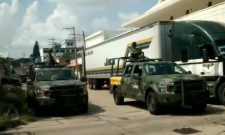 Ejército mexicano aseguró tráiler con reporte de robo en la Tinaja-Cosoleacaque, chofer fue detenido