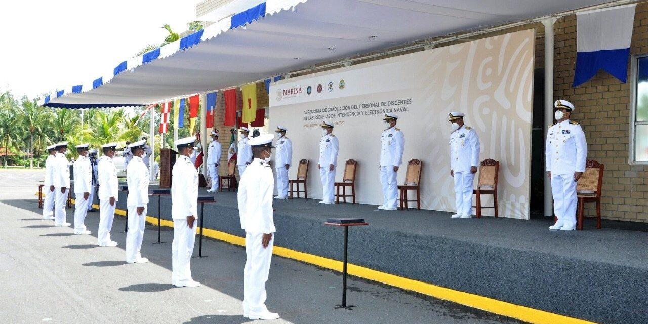 Se graduan en Antón Lizardo 51 elementos de las escuelas de intendencia, electrónica e informática naval