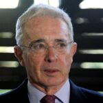 Ordenan arresto domiciliario de Álvaro Uribe, expresidente de Colombia