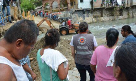 Entrega Protección Civil apoyos estatales en las comunidades afectadas por las lluvias del fin de semana.