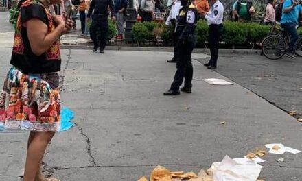 Lady Tacos de Canasta, fue despojada de su canasta y bicicleta en las calles del Centro Histórico