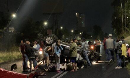 Varios lesionados en accidente de tránsito sobre la recta a Cholula, la noche de este domingo.