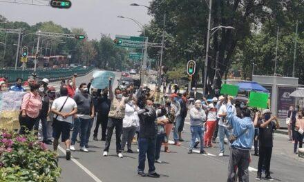 Comerciantes de Chapultepec bloquearon Paseo de la Reforma