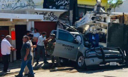 Choque de grúa contra camioneta de Marina deja un muerto en Mazatlán