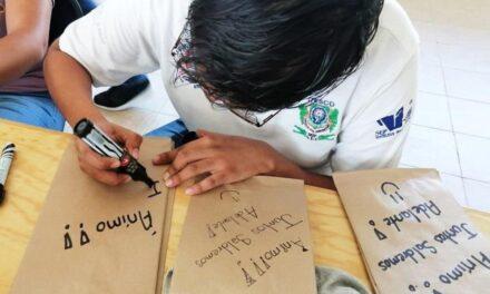 Con mensajes de aliento, estudiantes entregan alimentos en IMSS y Hospital Regional de Coatzacoalcos