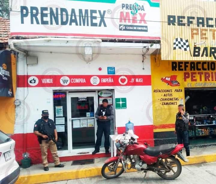 Elemento del IPAX evita asalto en casa de empeño de Paso del Macho