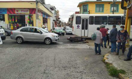 Accidente de tránsito sobre la calle Clavijero en Xalapa