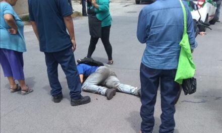 Motociclista lesionado en accidente de tránsito en la Colonia Carolino Anaya en Xalapa