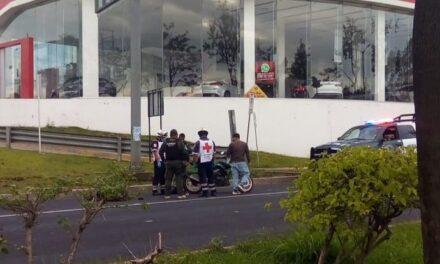 Motociclista lesionado en accidente de tránsito sobre la carretera Xalapa – Veracruz, a la altura de la agencia Kia