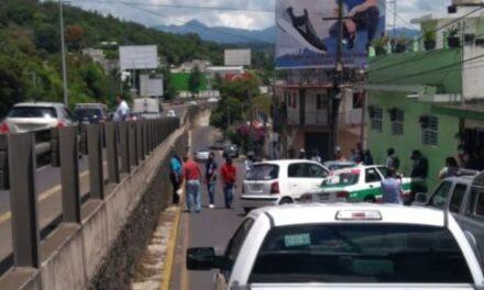 Accidente en lateral del Puente Macuiltepec, a la altura de la gasolinera ⛽
