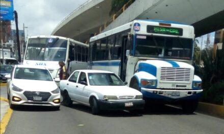 Accidente de tránsito sobre la Avenida Lázaro Cárdenas, esquina Américas