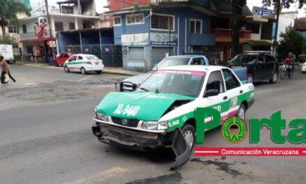 Choque en la avenida Ruiz Cortines esquina con Villahermosa
