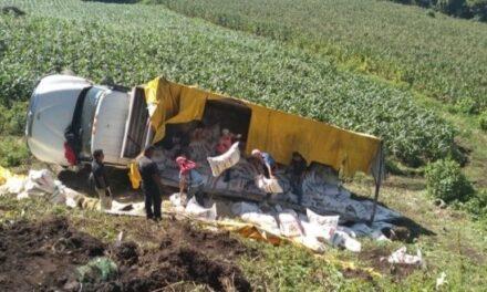 Voncadura de camión de carga en la carretera Xalapa – Naolinco