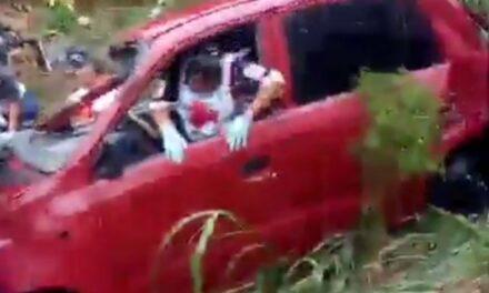 Familia del estado de México, se sale de la carretera en el tramo Papantla – Gutiérrez Zamora, varios heridos