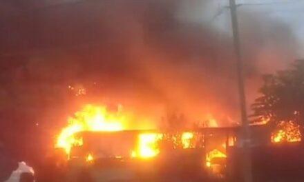 Se registra incendio en recicladora en Boca del Rio