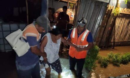 Se reportan al menos siete comunidades de Cazones afectadas por las lluvias de esta noche madrugada.