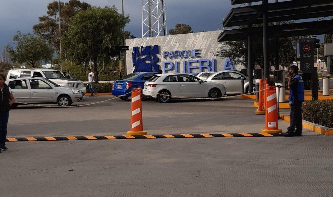 Pánico en plaza Parque de Puebla; asaltan joyería y huyen