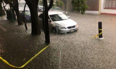 Lluvias torrenciales deja inundaciones al sur y oriente de CDMX