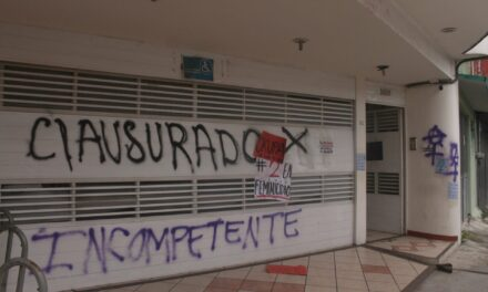 Vandalizan oficinas del IVM en Xalapa