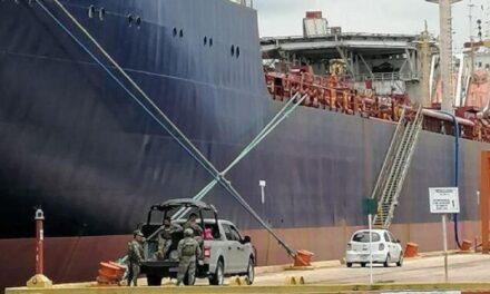 Aseguran bodega en Tabasco y buque en Veracruz por huachicol