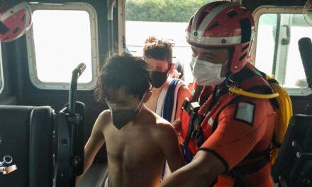 Rescata Semar a 6 personas en yate en canal de El Estero, Playa Villa Rica