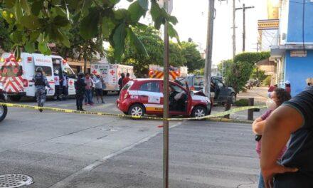 Se registra aparatoso accidente en calles de Veracruz;tres personas resultaron lesionadas