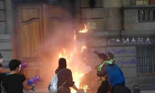 Proponen castigar con trabajo comunitario daños a monumentos durante marchas en CDMX