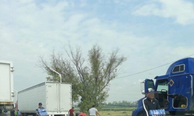 Video: Realizan rapiña a tráiler de cerveza en la autopista México-Querétaro