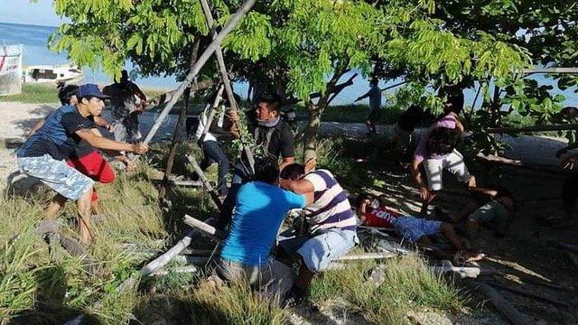 Video: Pescadores se Agarran a Golpes y a Garrotazos en el Malecón de Campeche
