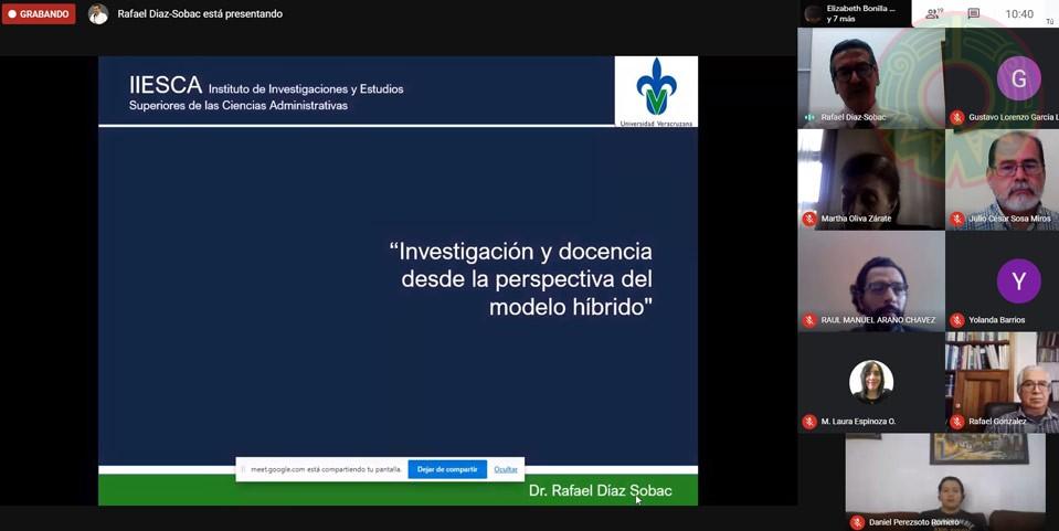 Rafael Díaz Sobac, investigador del ICB, compartió el modelo híbrido en educación a los académicos del IIESCA