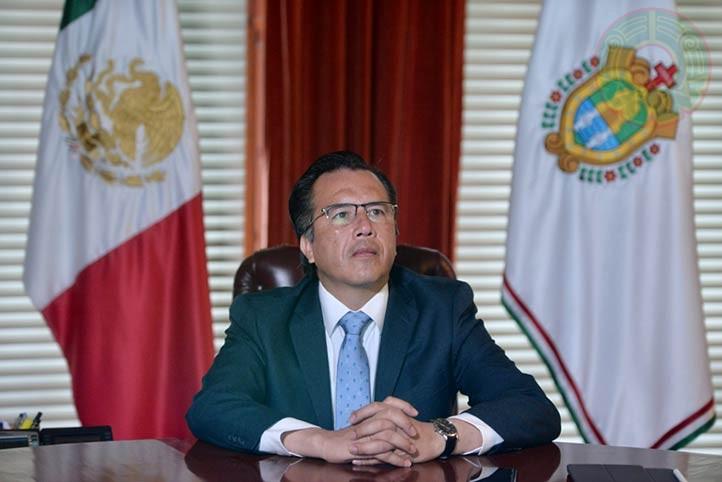 Cuitláhuac García Jiménez, gobernador del estado de Veracruz, siguió la transmisión del informe de actividades desde Palacio de Gobierno