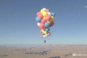 Hombre flota a miles de metros sobre el desierto de Arizona en globos