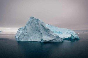 Iceberg se desprende del mayor baluarte de hielo del Ártico