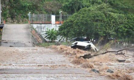 SSPC rescata a tres personas que fueran arrastradas por el río Ameca en Nayarit