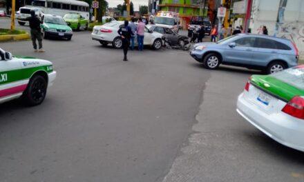 Accidente de tránsito sobre la Avenida Ruiz Cortines en Xalapa