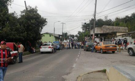 Cierran entrada al municipio de Jalacingo