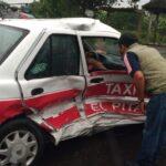 Chocan dos taxis en el tramo San Rafael – El Pital