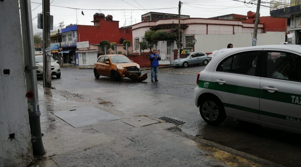 Accidente de tránsito sobre la Calle Manuel C. Tello entre Avenida Xalapa y J.J. Coronado