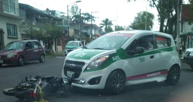Motociclista lesionado en la avenida Miguel Alemán en Xalapa