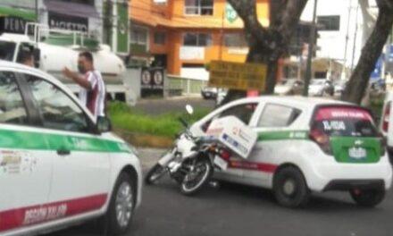 Accidente de tránsito sobre la Avenida Araucarias en Xalapa