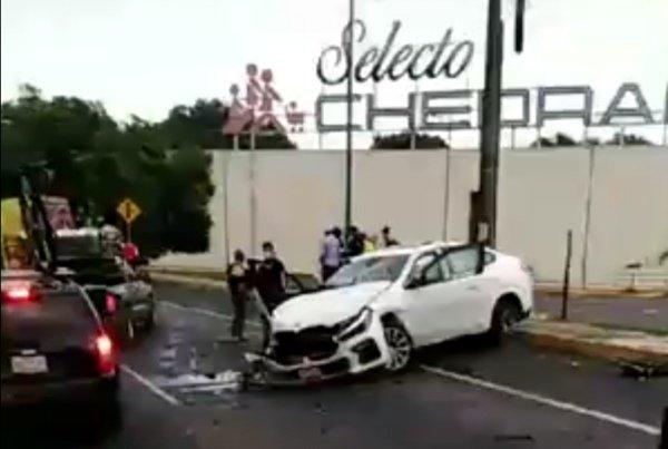 Fuerte accidente de Tránsito a la altura de Plaza Ánimas en Xalapa