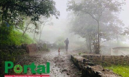 Continuarán las lluvias fuertes, el viento de NORTE, oleaje elevado y el descenso de temperatura, debido al paso del #FFrío4 y su #MasaFría.