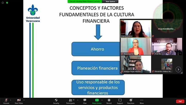 Diana Vivanco expuso su trabajo en modalidad de tesina sobre la responsabilidad social en los universitarios